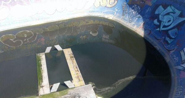 Poça de água causa transtorno em pista de skate de Cabo Frio