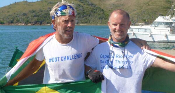 Dupla de velejadores sul-africanos para em Cabo Frio