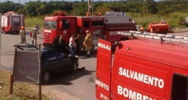 Batida frontal na Estrada da Integração deixa duas pessoas em estado grave