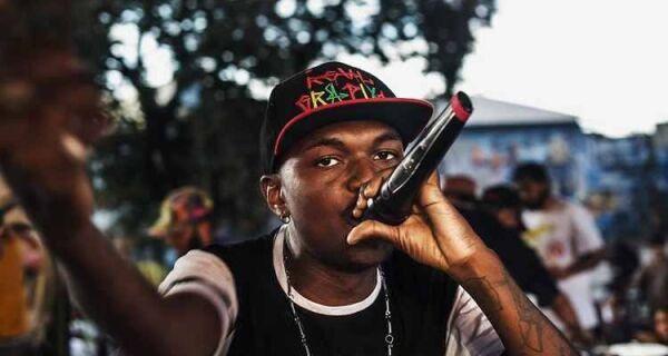 Destaque no rap, Djonga faz show em Cabo Frio
