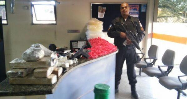 Polícia encontra esconderijo do tráfico e apreende vasta quantidade de droga