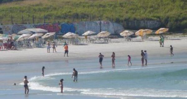 Dia amanhece ensolarado em Cabo Frio e chuva volta apenas na sexta
