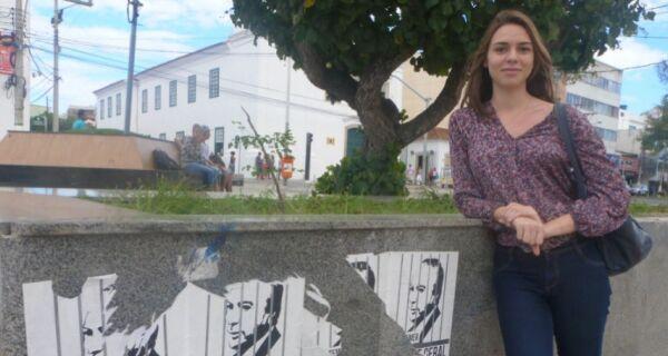 Nas ruas de Cabo Frio, população exige investigação de Temer