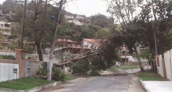 Ventos fortes causam transtornos em várias cidades da região