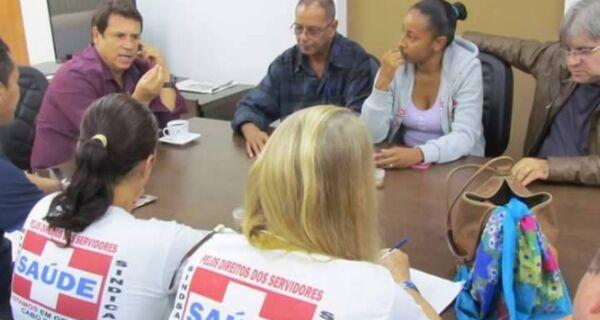 Sindicatos e vereador vão ao Ministério Público contra Prefeitura