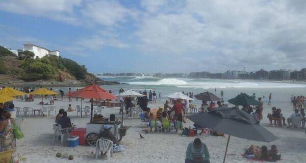 Surfistas se animam com previsão de ondas gigantes