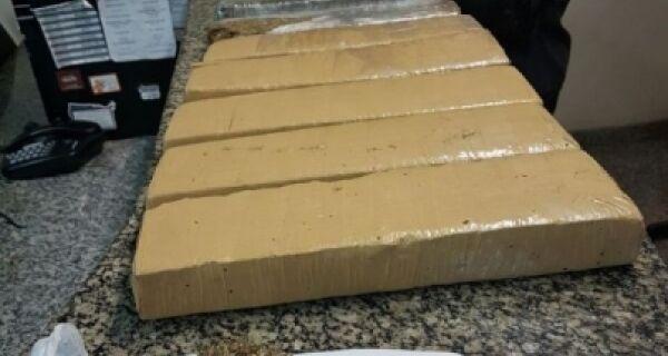 Polícia prende cinco homens e apreende 11 kg de maconha