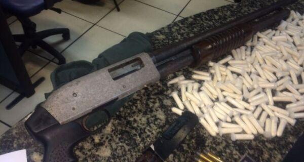 Polícia apreende tonel com drogas e armas em Cabo Frio