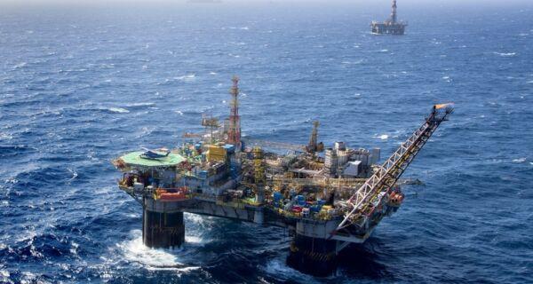 Queda na produção de petróleo da Bacia de Campos aumenta crise