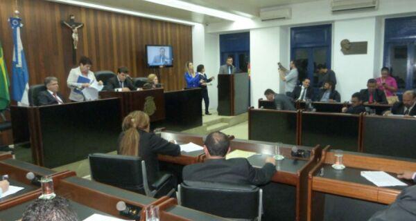 Câmara aprova mudança na lei e abre caminho para antecipar eleição