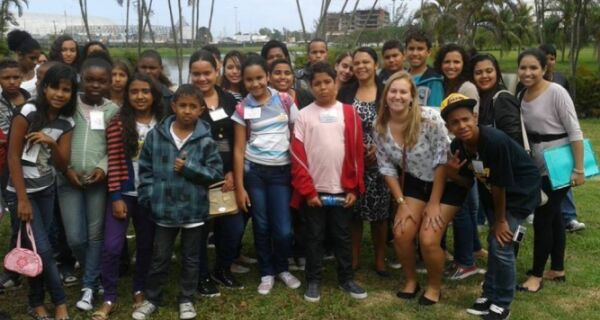 Comunicador Amaury Valério leva 80 alunos à Bienal do Rio
