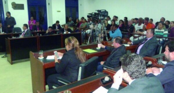 Com votos do G8, oposição aprova requerimento para contrato de R$ 32 milhões