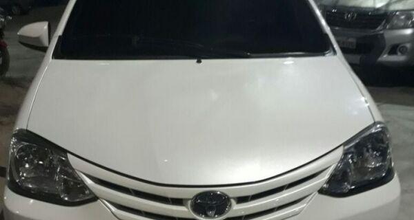 No Itajuru, polícia recupera carro que havia sido roubado