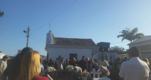 Mateus Pagalidis é enterrado em Cabo Frio