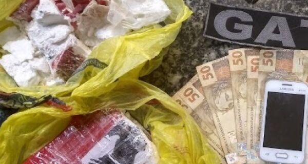 Mulher que transportava droga do tráfico é detida com 1 kg de cocaína em Búzios
