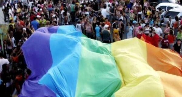 Praia do Forte recebe 13 ª Parada do orgulho LGBT neste domingo