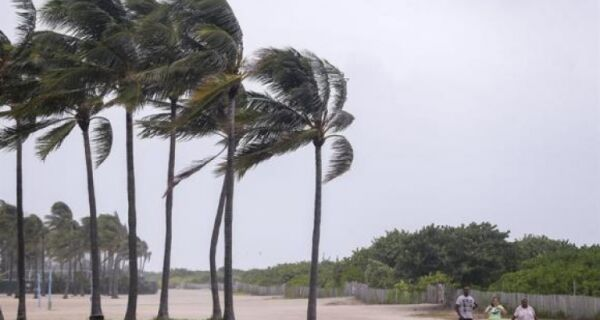 Cabofrienses na Flórida relatam passagem do furacão Irma