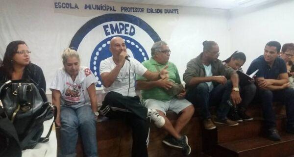 Assembleia de servidores municipais decide que greve continua