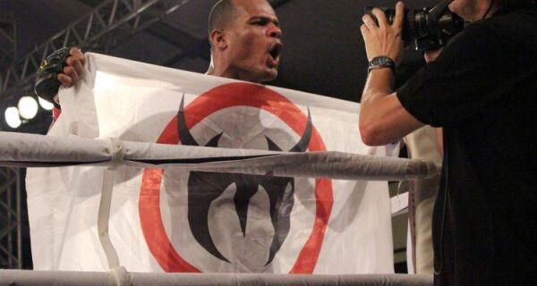 Cabofriense disputa cinturão em luta de Muay Thai