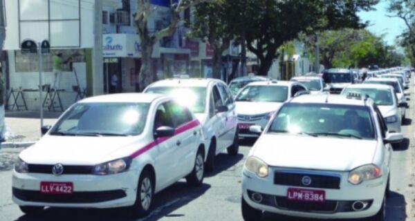 Taxistas vão tentar derrubar emendas de Lei do Uber aprovada no Senado