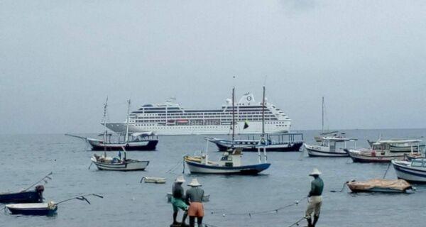Transatlântico com 684 turistas abre a temporada em Búzios