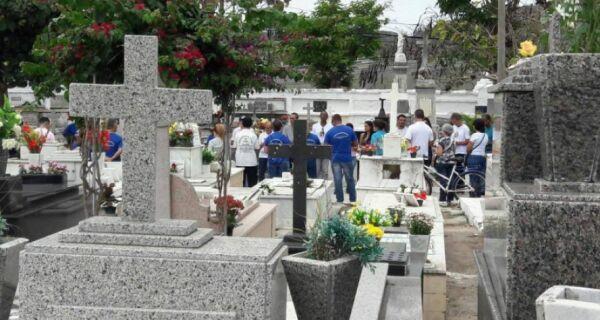 Cemitérios de Cabo Frio ficam movimentados no dia de Finados