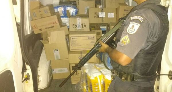 Polícia recupera carga roubada em Tamoios, no segundo distrito