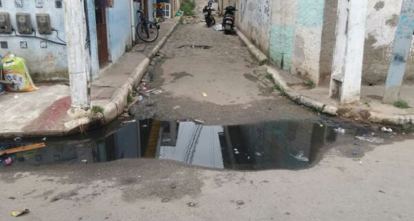Prefeitura promete recuperar rede de esgoto no Jacaré ainda esta semana
