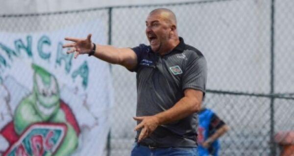 Cabofriense demite técnico Luciano Quadros