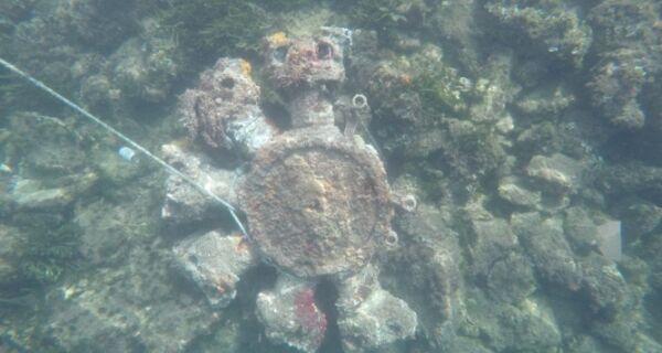 Mergulhador encontra no mar de Arraial peça de avião que pode ser da 1ª Guerra