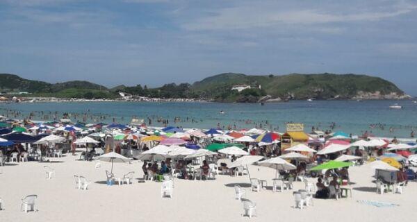 Último sábado antes do Carnaval é de sol e praias cheias