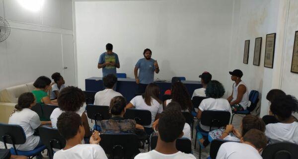 Alunos do Colégio Miguel Couto aprendem como se faz um jornal