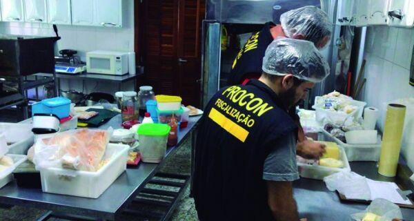 Procon interdita hotel em Arraial do Cabo