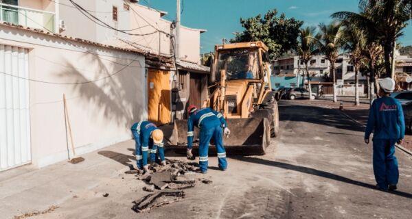 Prolagos retoma implantação de rede coletora de esgoto na Praia dos Anjos, em Arraial do Cabo