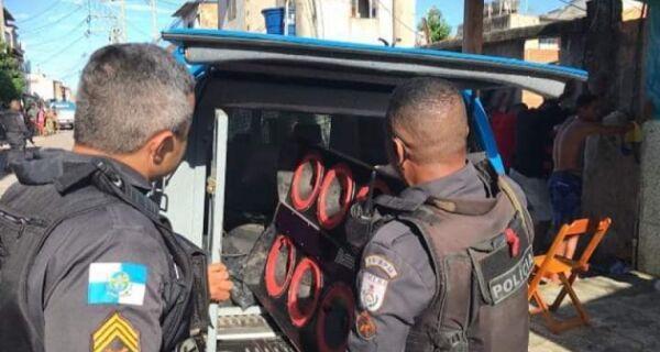 Tiroteio entre policiais e traficantes deixa madrugada de domingo tensa no Manoel Corrêa