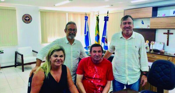Adriano firma com Acia volta da balsa no canal do Itajuru