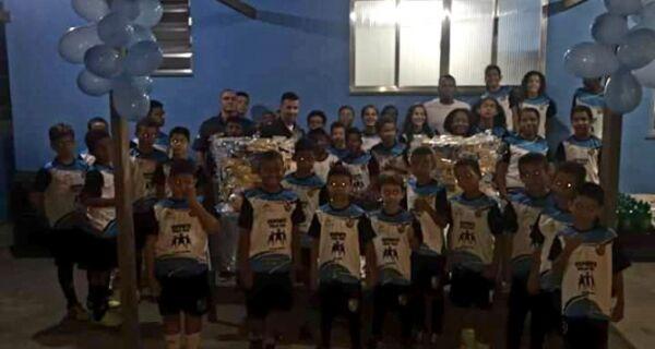 PM faz festa de Páscoa para crianças de projeto esportivo em São Pedro da Aldeia