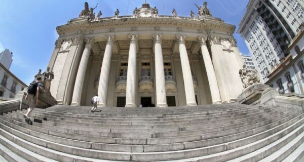 Assessores ligados a Serginho e Mauro Bernardo são acusados de sequestrar e extorquir traficante