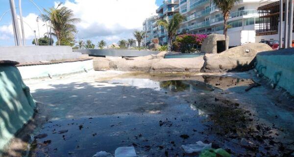 Praça das Águas sofre com descaso e abandono