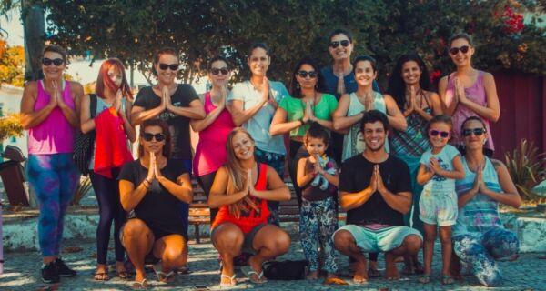 Praça São Benedito recebe aula de yoga ao ar livre na manhã deste sábado