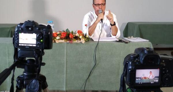 'Quem não entende nada de orçamento é o secretário' , diz Cláudio Leitão