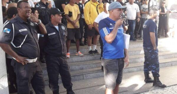 Escalonamento dos salários de maio revolta servidores em Cabo Frio
