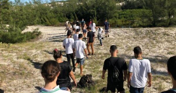 Prolagos realiza caminhada ecológica com alunos do IFRJ