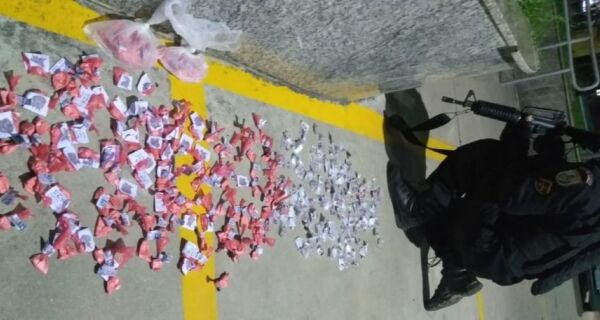 Polícia apreende carga de cocaína e haxixe no Morro da Boa Vista, em Arraial