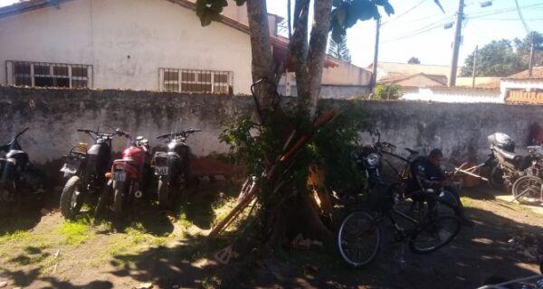 Polícia encontra local que serviria para desmanche de motos no Caminho de Búzios