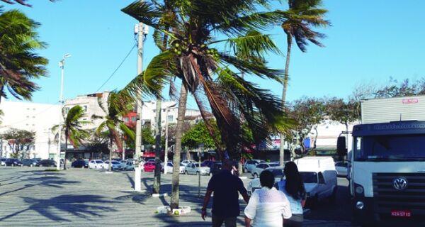 Marinha emite alerta de vento forte para esta terça (2)