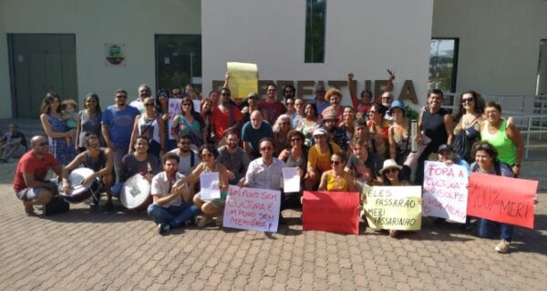 Protesto marca transição na Secretaria de Cultura de Cabo Frio