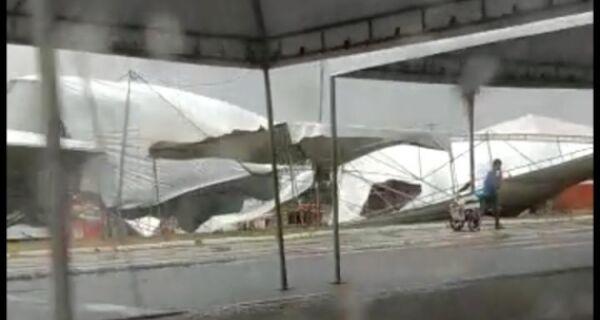 Chuva e vento comprometem parte da estrutura do Encontro de Motos em Cabo Frio