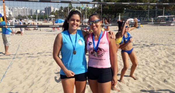 Duplas de Cabo Frio ganham medalhas em etapa do estadual sub 19 de vôlei de praia