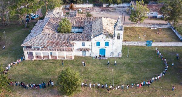 Abraço à Fazenda Campos Novos reúne dezenas de pessoas